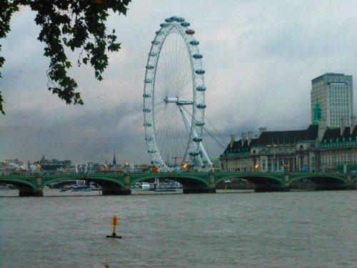 El Ojo de la ciudad, que pareciera dar la bienvenida a todos sus visitantes y enmarcar partes de las venas de la ciudad, el Río Thames. Foto Diana Leal K.